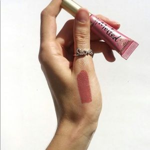 Too Faced Melted Chihuahua Shine Lipstick
